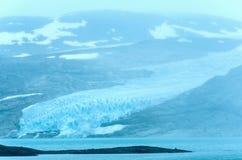 Озеро Svartisvatnet и ледник Svartisen (Норвегия) Стоковые Фото