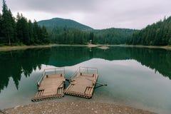 Озеро Synevyr гор в утре Стоковые Изображения