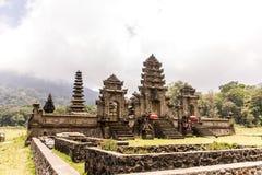 Озеро Tamblingan pura ulun виска Бали Индонезии Стоковое Фото
