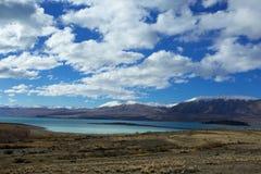 Озеро Tekapo смотря к Mt Dobson Стоковое фото RF