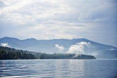 Озеро Teletskoye, горы Altai Россия Стоковое фото RF