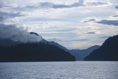 Озеро Teletskoye и горы Altai Россия Стоковые Фотографии RF