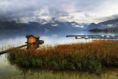 Озеро Traunsee в горах Альпов Стоковые Изображения RF