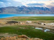 Озеро Tso Moriri около деревни Karzok Стоковые Фото