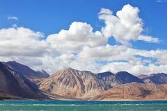 Озеро Tso Pongong, Ladakh, Jammu & Кашмир, Индия Стоковое фото RF
