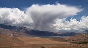 Озеро Tsomoriri Стоковое фото RF