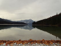 Озеро Walchensee в осени Стоковое Изображение RF