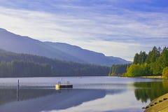 Озеро Westwood во время падения в Nanaimo, ДО РОЖДЕСТВА ХРИСТОВА, Канада стоковые фотографии rf