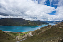 Озеро Yamdrok Стоковые Изображения