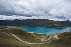 Озеро Yamdrok Стоковые Фотографии RF