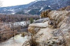 Окаменевающ фонтан Reotier - Hautes-Alpes стоковое изображение rf