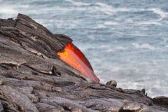 океана лавы подачи красный цвет горячего Тихий океан Стоковые Изображения