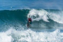 Океанская волна Bodyboarder занимаясь серфингом Стоковое фото RF