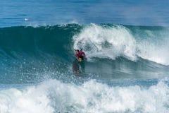 Океанская волна Bodyboarder занимаясь серфингом Стоковое Фото
