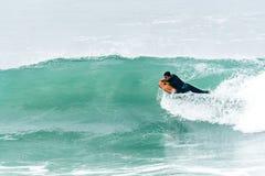 Океанская волна Bodyboarder занимаясь серфингом Стоковые Фото