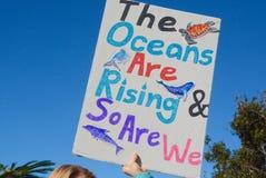 Океаны поднимают и поэтому мы стоковое фото