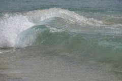 океан атласа Волны волшебства бежать на песке пляжа стоковые фотографии rf