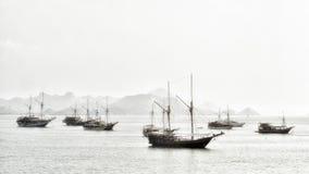 Океан Индонезии шлюпки рыболовов традиционный Стоковые Изображения