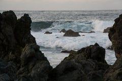 Океан и волны на побережье стоковая фотография rf