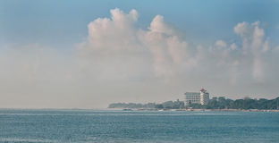 Океан и голубое небо на Sanur Бали Стоковая Фотография RF