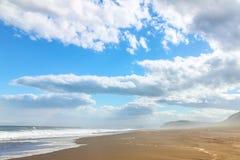 Океан и облака стоковые изображения rf