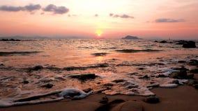 Океан и пляж на заходе солнца Стоковые Изображения RF