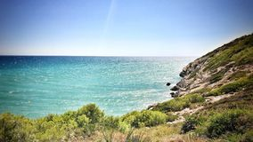 Океан и скалистые холмы Стоковое фото RF