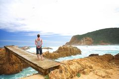 океан моста следующий к женщине Стоковая Фотография RF
