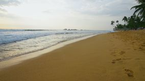 океан над заходом солнца тропическим сток-видео