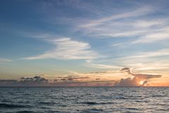 Океан на заходе солнца Стоковая Фотография RF