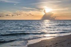 Океан на заходе солнца Стоковые Изображения