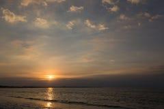 океан над заходом солнца стоковые изображения