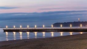 Океан пристани пляжа освещает отражения Дурбан стоковые изображения