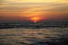 океан 3d представляет заход солнца Стоковые Изображения