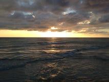 океан 3d представляет заход солнца Стоковое Изображение RF