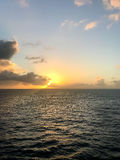 океан 3d представляет заход солнца стоковые изображения rf