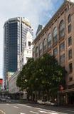 ОКЛЕНД, НОВАЯ ЗЕЛАНДИЯ - 3-ЬЕ АПРЕЛЯ 2012: Башня центра банка ASB соперничает Стоковые Фото