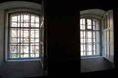 Окна бывшей тюрьмы Стоковые Фото