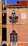 окна дома свода остроконечные venetian Стоковые Фотографии RF