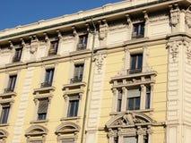 окна здания стоковые изображения
