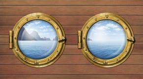 2 окна или иллюминатора корабля с морем или океаном Стоковая Фотография RF