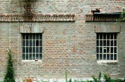 окна кирпичной стены Стоковые Фото