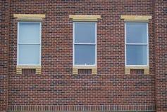 окна кирпичной стены Стоковое Изображение