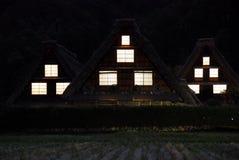 Окна ночи сельских домов Стоковые Изображения
