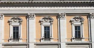 окна ренессанса стоковое фото rf
