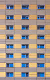 Окна фасада современного здания Стоковые Изображения RF