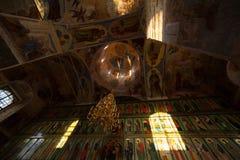 окна церков светлые правоверные стоковая фотография rf