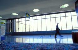 окна человека близкие гуляя Стоковые Фото