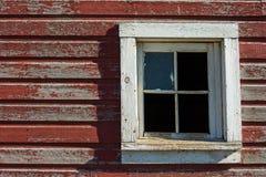 Окно амбара с сломленным стеклом Стоковые Фотографии RF