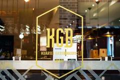 Малага, Испания 04 04 2019: Окно бар-ресторана Kgb Kuartel гастрономическое и подписать внутри Малага Испанию стоковое изображение rf